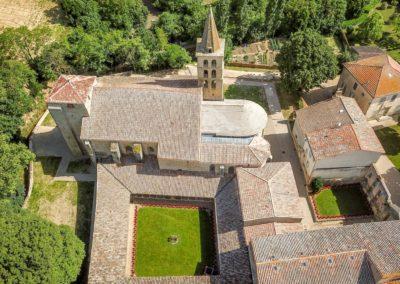 Vue aérienne cloître abbaye Saint-Papoul