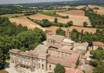 Vue aérienne château cloître abbaye Saint-Papoul